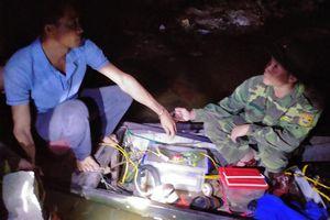 Bắt giữ đối tượng khai thác thủy sản trái phép trên sông Nhật Lệ