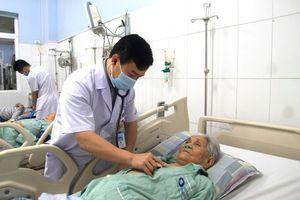 Cứu sống ngoạn mục cụ bà 93 tuổi bị sốc tim, nhồi máu cơ tim cấp