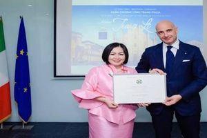 'Người phụ nữ quyền lực' của làng model Việt nhận Huân chương công trạng Italia