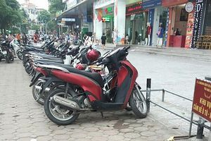 Thu hồi giấy phép trông giữ phương tiện tại lòng đường khu bán đảo Linh Đàm