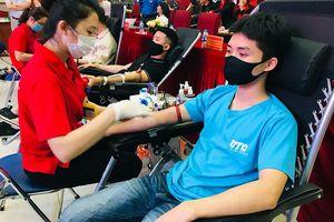Gần 1.000 đoàn viên, thanh niên tình nguyện hiến máu cứu người