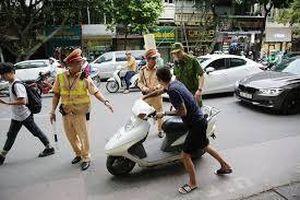 Vi phạm nồng độ cồn, lăng mạ Cảnh sát giao thông