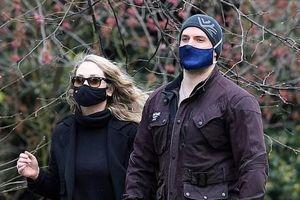'Siêu Nhân' Henry Cavill xuất hiện bên bạn gái mới