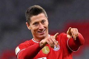 Lewandowski không kịp trở lại để cứu Bayern trước PSG