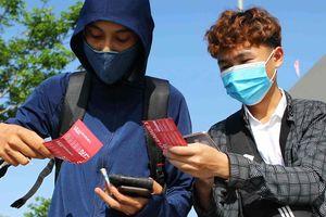 Giá vé xem Kiatisuk đấu Lê Huỳnh Đức tăng hơn 7 lần