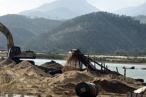 Rầm rộ khai thác cát dưới chân cầu Hà Nha
