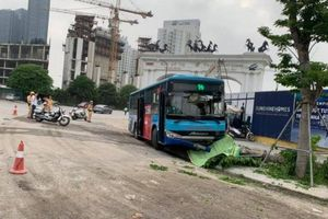 Xe buýt Thăng Long đâm người đi bộ tử vong tại chỗ