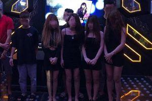 8 nữ nhân viên karaoke New Way chơi 'tới bến' cùng khách ở Hà Nội