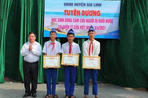 Khen thưởng 3 học sinh lớp 8 dũng cảm cứu nhóm học sinh bị đuổi nước