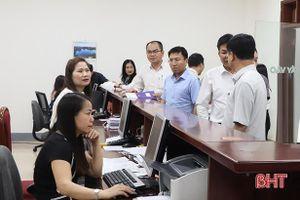 Người dân các huyện, thị mua ôtô mới được nộp lệ phí trước bạ ngay tại TP Hà Tĩnh