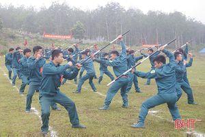 Dân quân miền núi Hà Tĩnh trổ tài luyện võ, bắn súng