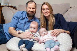 Hy hữu cặp sinh đôi được thụ thai cách nhau 3 tuần