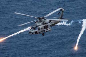 Ấn Độ nhận trực thăng mới khiến tàu ngầm Trung Quốc lo sợ