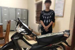 Thiếu niên đột nhập nhà hàng xóm trộm tiền mua xe máy tặng bạn gái