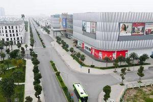 Cận cảnh xe buýt điện VinBus lăn bánh trên đường phố Hà Nội