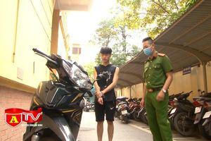 Túng thiếu tiền tiêu, nam sinh viên đi trộm cắp xe máy