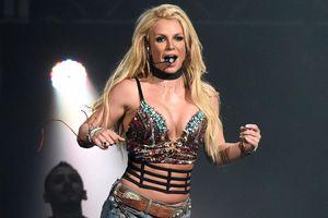 Britney Spears khoe dáng với bộ đồ xuyên thấu