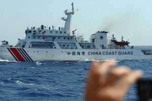 Tàu tên lửa Trung Quốc truy đuổi tàu Philippines gần bãi Cỏ Mây