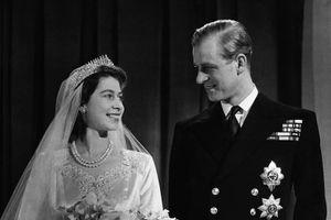 Chuyện tình lãng mạn của Hoàng thân Philip và Nữ hoàng Anh
