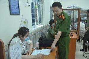 Phó Giám đốc Công an Hà Nội: Tận dụng từng giây của máy lăn vân tay để làm căn cước cho người dân