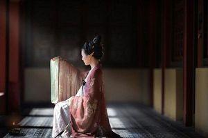 Tài nữ 14 tuổi nhập cung chưa đến 20 ngày đã bị tuẫn táng theo hoàng đế, để lại thơ tuyệt mệnh khiến thiên hạ xót xa
