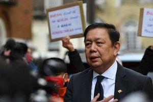 Đêm ngủ trong ô tô của Đại sứ Myanmar và vấn đề khó xử của nước Anh