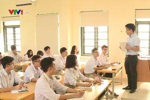 Đồng nghiệp chất vấn định mức tiết dạy để tính tăng giờ, thầy Bùi Nam giải đáp