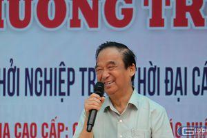 Giáo sư Nguyễn Lân Dũng 'thắp lửa dưới mưa' ở trường Hiệp Hòa số 1