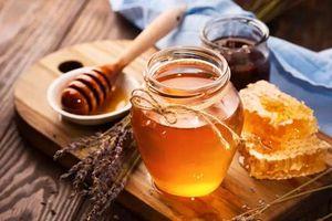 Có gì bên trong loại mật ong đắt đỏ nhất hành tinh?