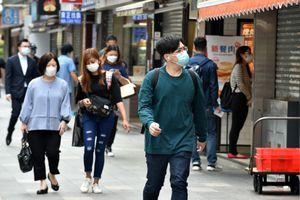 Hong Kong cân nhắc sử dụng 'giấy thông hành vaccine' với Đại lục