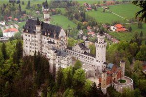 Neuschwanstein - lâu đài trong truyện cổ tích