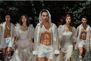 Nam vương Cao Xuân Tài đọ body cuồn cuộn với dàn người mẫu