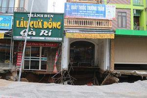 Hà Nội: Di dời khẩn cấp 20 hộ dân sau khi xuất hiện 'hố tử thần' rộng hơn 100m2