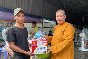 Trao quà hỗ trợ 8 gia đình bị thiệt hại do hỏa hoạn