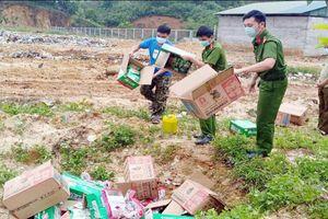 Lào Cai: Tiêu hủy 2.750 gói chân vịt, gà nhập lậu không rõ nguồn gốc