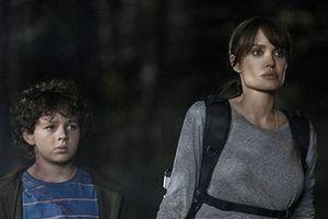 'Kẻ nguyền ta chết': Phim mới của Angelina Jolie tung trailer nghẹt thở