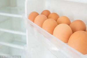 Vì sao không nên để trứng ở cánh cửa tủ lạnh?