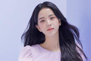 Nhìn bộ ảnh quảng cáo mới của Jisoo mà netizen thở phào 'May bình thường Jisoo không thế'