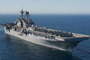 Tàu đổ bộ tấn công khổng lồ của Mỹ tiến vào hội tụ với tàu sân bay tại Biển Đông