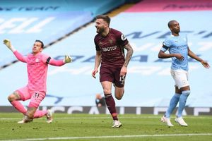 Địa chấn ở Etihad, Man City thua sốc 10 người của Leeds