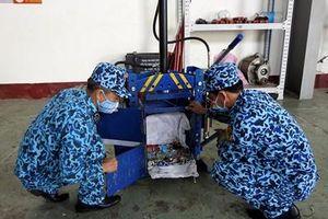 Máy ép rác trên tàu ngầm