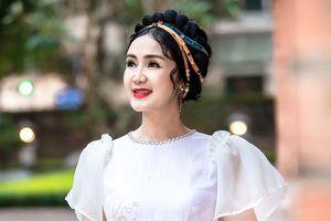 NSND Thu Hà 'lá ngọc cành vàng' xinh đẹp khi làm mẫu áo dài