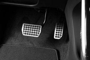 Cách để lái ô tô không đạp nhầm chân ga, chân phanh