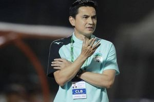 Báo Thái 'hốt hoảng' khi thấy HLV Kiatisak 'giúp sức' đội tuyển Việt Nam