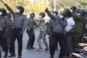 Quân đội Myanmar tuyên án tử hình 19 người vì tội giết binh lính