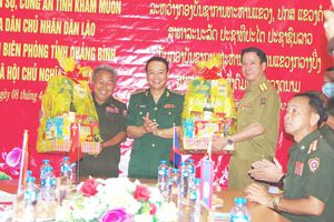 BĐBP Quảng Bình chúc tết lực lượng vũ trang nước bạn Lào