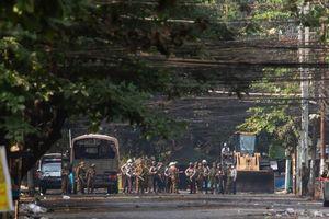 Myanmar: 80 người chết vì trúng đạn phóng lựu từ phe quân đội