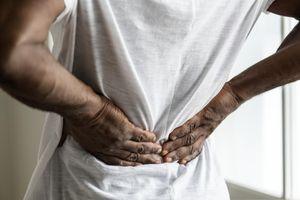 Khi đau lưng là dấu hiệu của bệnh lý nguy hiểm