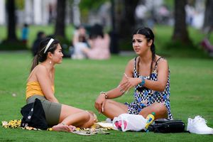 Công viên dưới chân Landmark 81 đông đúc ngày cuối tuần