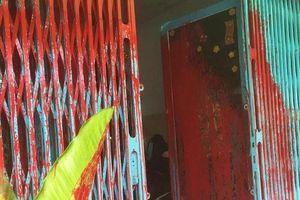 Truy tìm nhóm tạt chất bẩn vào nhà dân ở TP.HCM